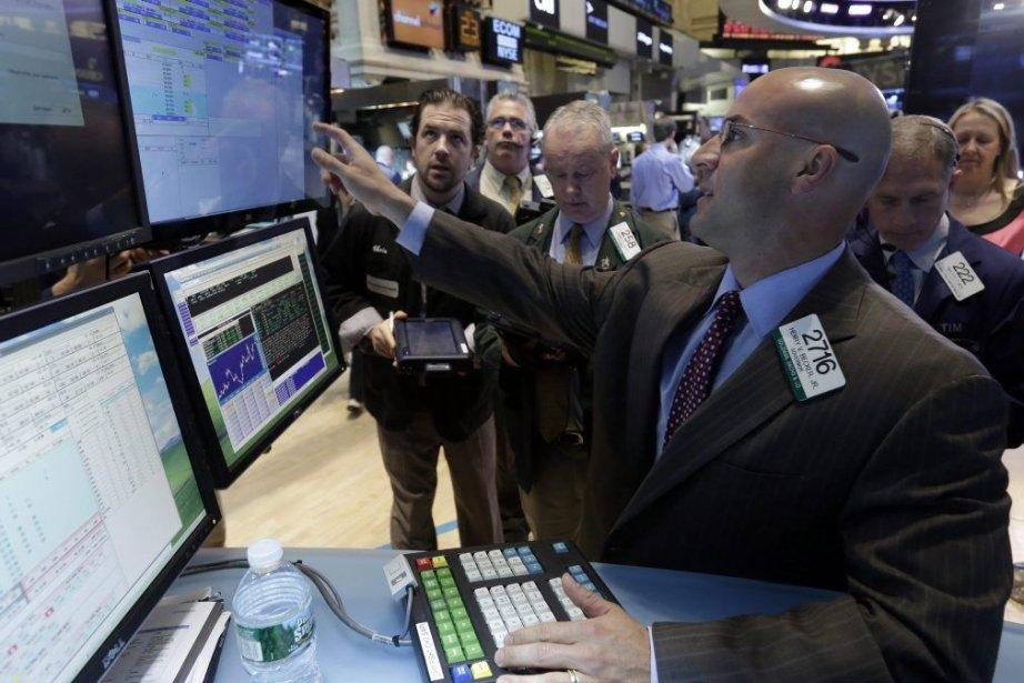 Les titres liés au secteur des matières premières ont... (Photo Richard Drew, AP)