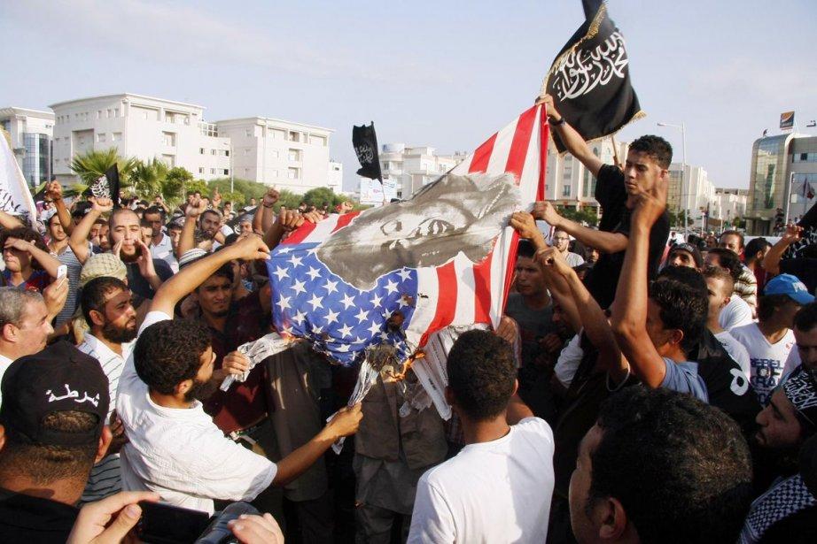 Des centaines de manifestants avaient attaqué le 14... (PHOTO KHALIL, ARCHIVES AFP)