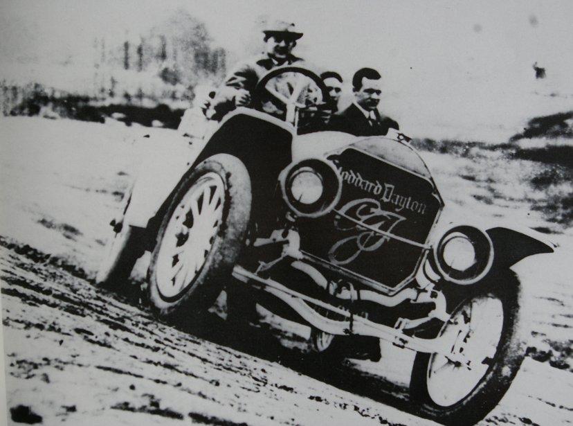 Le concepteur de la piste, Carl G. Fischer, a utilisé sa propre Stoddard-Dayton pour « donner le rythme » aux voitures participant aux premiers 500 Milles d'Indianapolis. (Photo courtoisie)