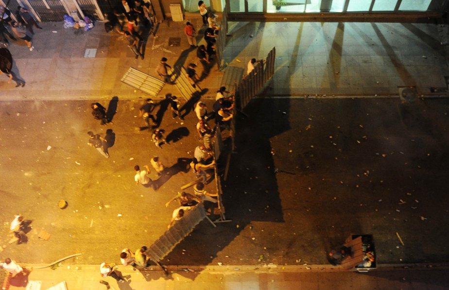 De violents affrontements ont opposé vendredi toute la... (PHOTO BULENT KILIC, AFP)