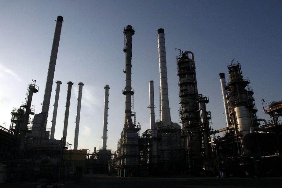 Une raffinerie de pétrole à Téhéran, en Iran.... (Photo archives AP)