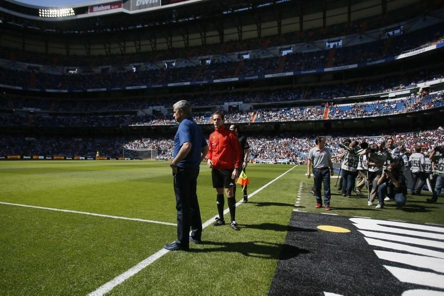 L'entraîneur du Real Madrid José Mourinho quitte la capitale... (Photo JAVIER BARBANCHO, REUTERS)