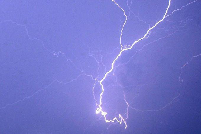 En raison d'une série d'orages violents qui frappent le... (PHOTO ARCHIVES AP)