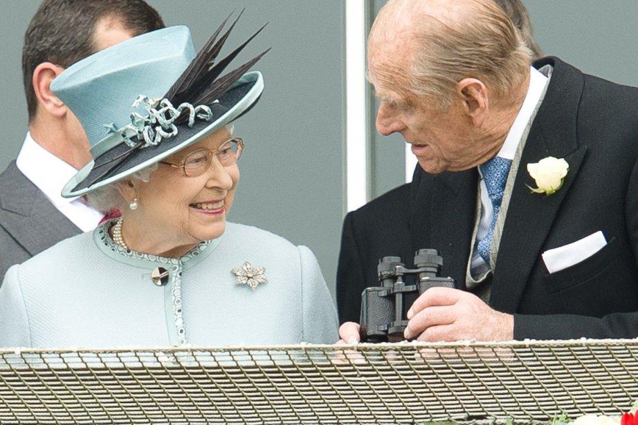 La reine Elizabeth II en compagnie du prince... (Photo : Leon Neal, AFP)