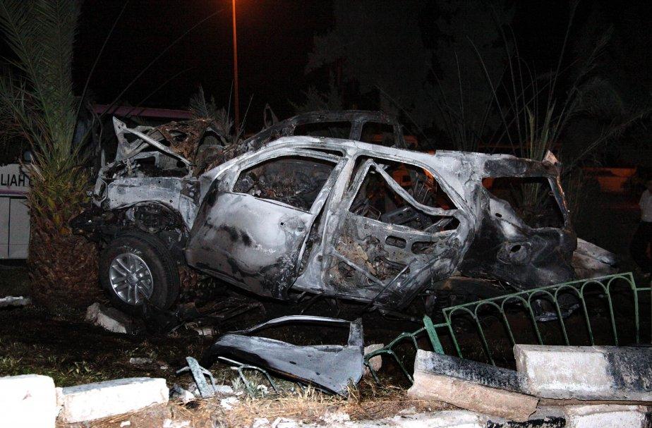 Un attentat à la voiture piégée a tué neuf policiers... (PHOTO ARCHIVES AFP)