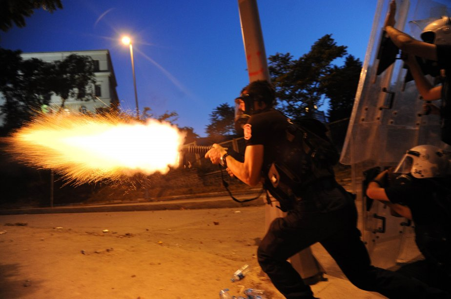 Toujours aussi déterminés, les Stambouliotes ont à nouveau... (PHOTO BULENT KILIC, AFP)