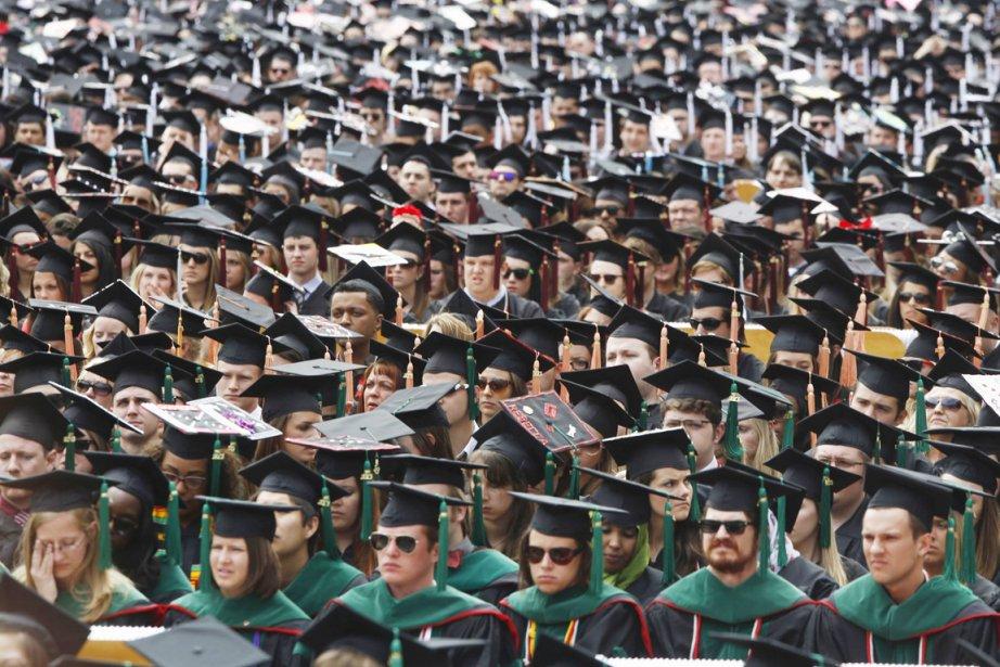 Deux étudiants sur trois finissent leurs études endettés,... (PHOTO JASON REED, REUTERS)