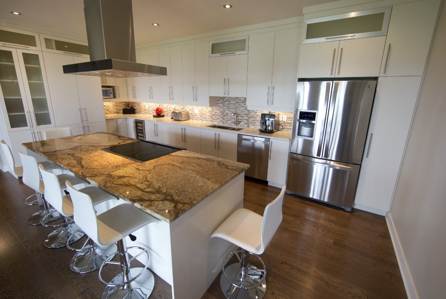 La d mocratisation du penthouse danielle bonneau - Grand ilot de cuisine ...