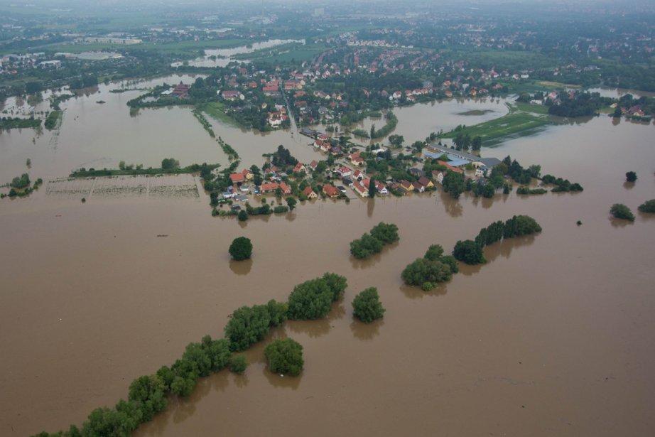La rivière Elbe qui traverse l'Allemagne et la... (PHOTO MICHAEL KAPPELER, AFP)