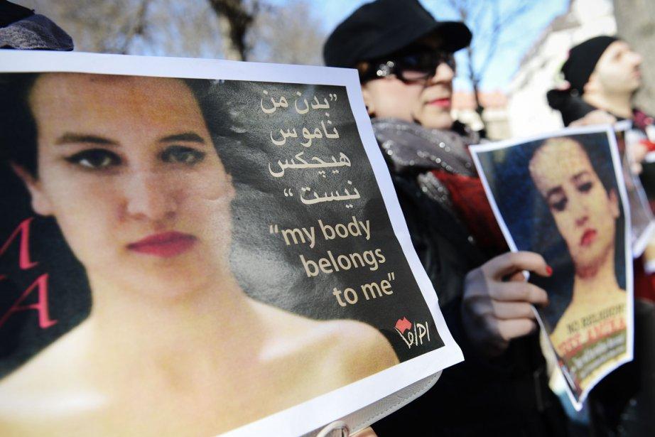 Des photos d'Amina sont brandies par des manifestants... (PHOTO JONATHAN NACKSTRAND, AFP)