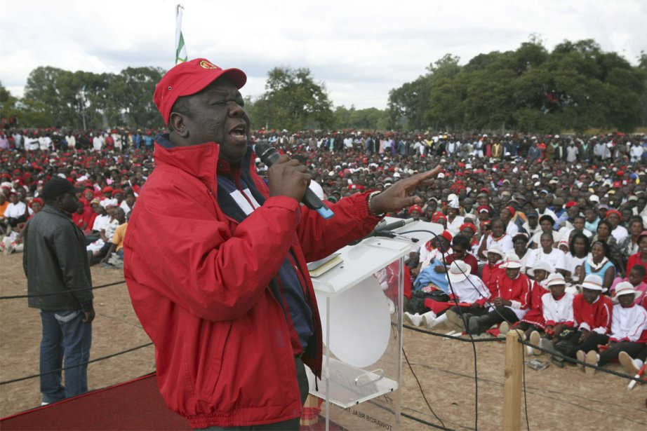 Morgan Tsvangirai, le rival du président Robert Mugabe,... (PHOTO PHILIMON BULAWAYO, REUTERS)