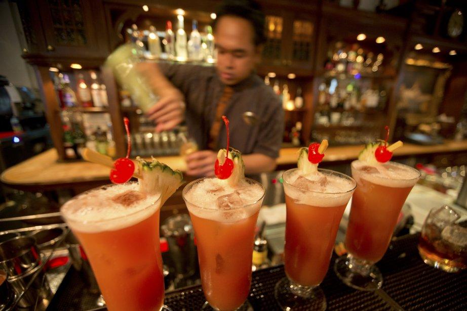Un bar de l'hôtel Raffles, où a été inventé en 1915 le Singapour Sling. | 5 juin 2013