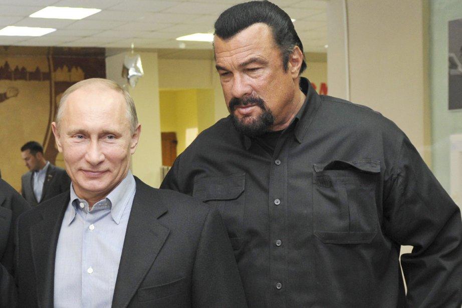 Le président russe Vladimir Poutine (à gauche) fait... (PHOTO ALEXEI NIKOLSKY, ARCHIVES AP/RIA-NOVOSTI)