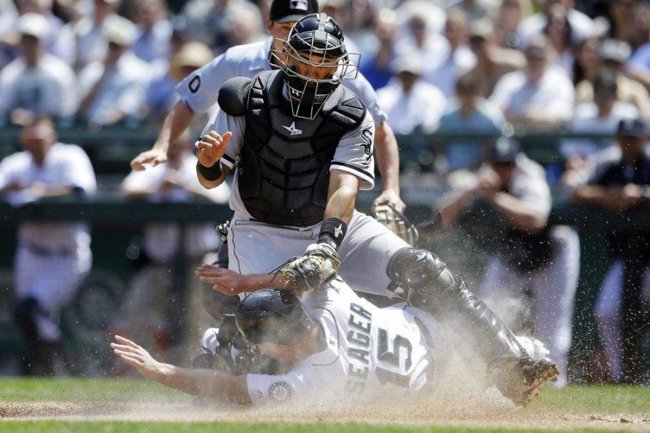 Le receveur des White Sox Hector Gimenez épingle... (Photo Elaine Thompson, Associated Press)