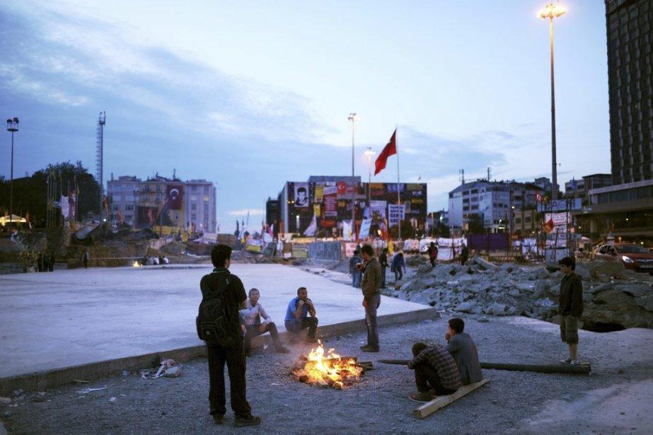 Des manifestants sur la place Taksim d'Istanbul. | 6 juin 2013