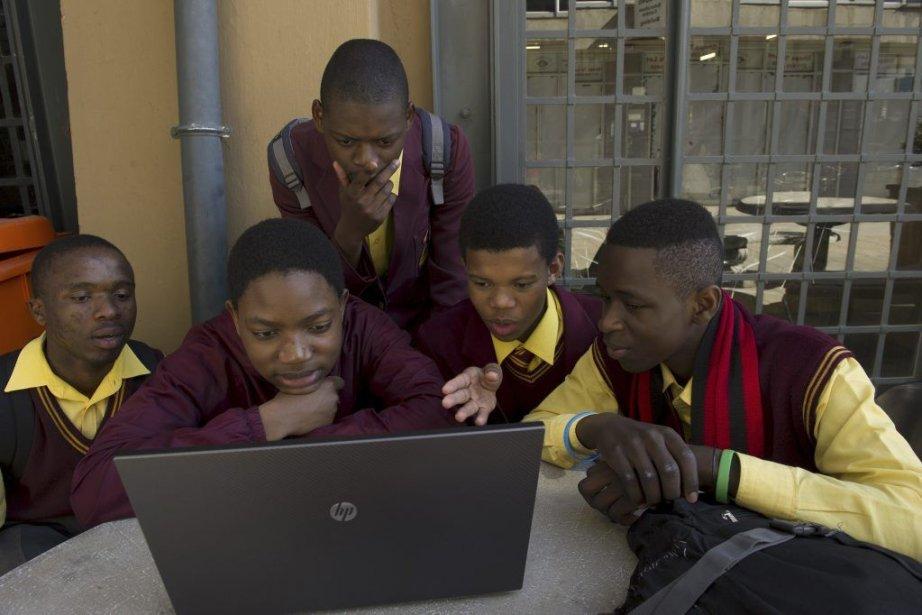 Le programme lancé par Microsoft aidera 3000 diplômés... (Photo ALEXANDER JOE, AFP)