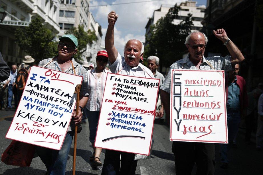 Des manifestants contre l'austérité, à Athènes, jeudi.... (Photo Yorgos Karahalis, Reuters)