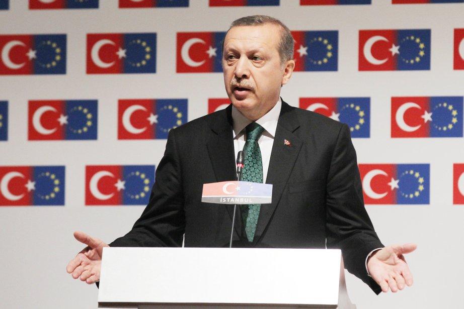 Le premier mionistre turc participe aujourd'hui à une... (PHOTO THANASSIS STAVRANAKIS, AP)