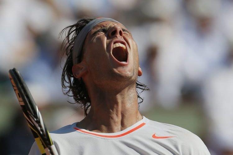 L'Espagnol résiste à Djokovic et aura la chance... (Photo Michel Spingler, AP)