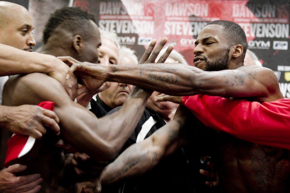 Adonis Stevenson (à gauche) s'est collé sur Chad... (Photo : Marco Campanozzi, La Presse)