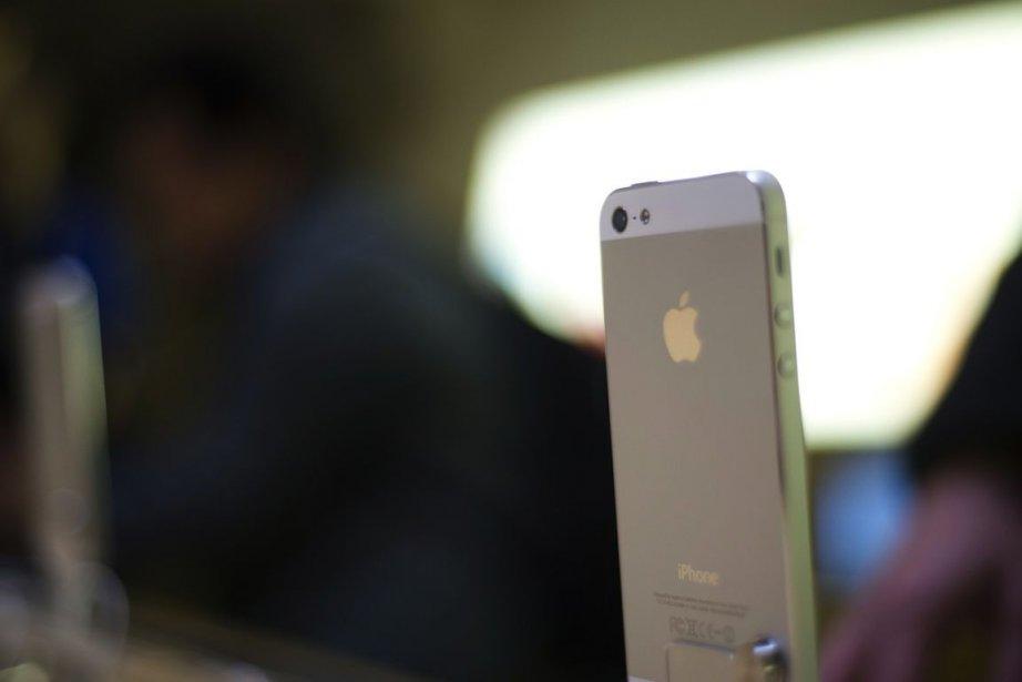 Les détenteurs d'iPhone 4 qui aimeraient passer à... (PHOTO MARTIN BUREAU, AFP)