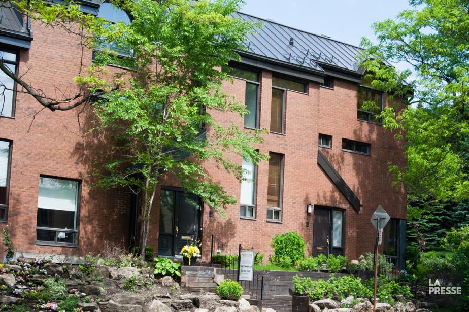La maison à vendre fait partie d'un regroupement...