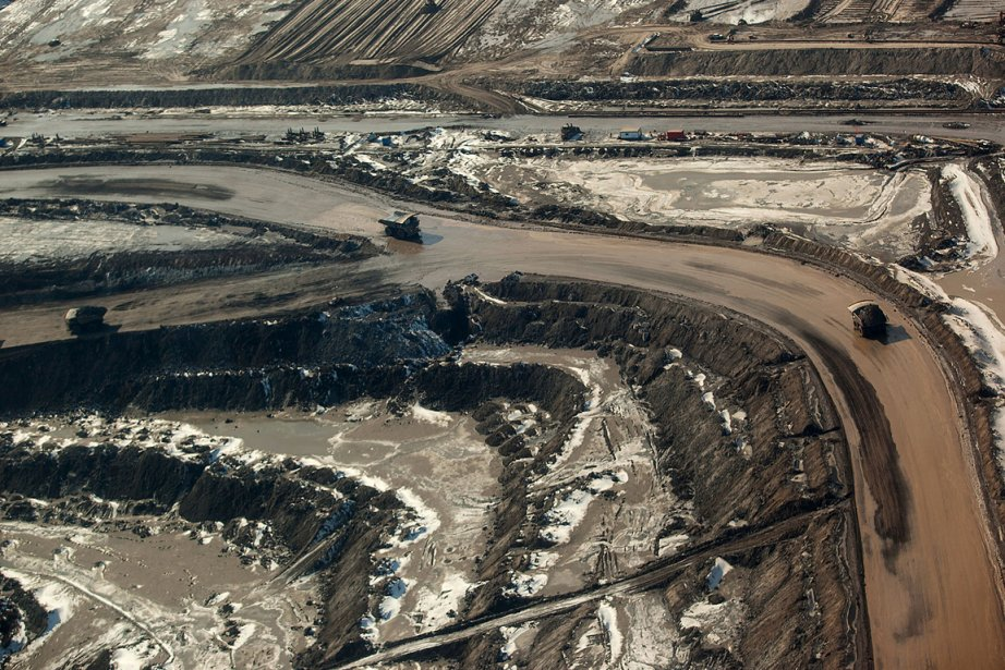 Une installation de sables bitumineux près de Fort... (PHOTO BRETT GUNDLOCK, ARCHIVES BLOOMBERG)