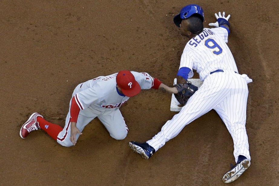 Cette victoire a ainsi mis fin à la... (PHOTO MORY GASH, AP)