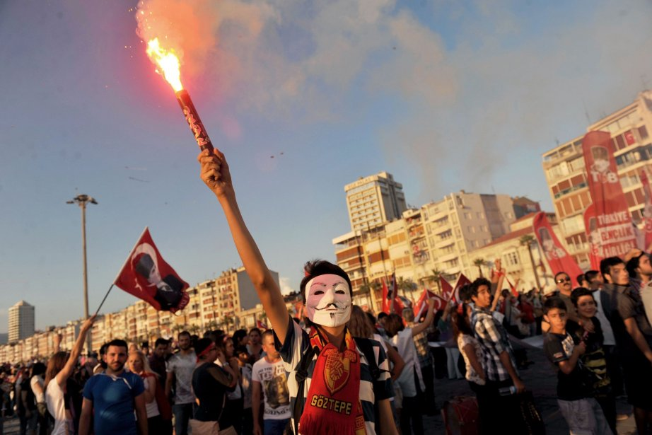 Des milliers de manifestants ont à nouveauoccupé la...