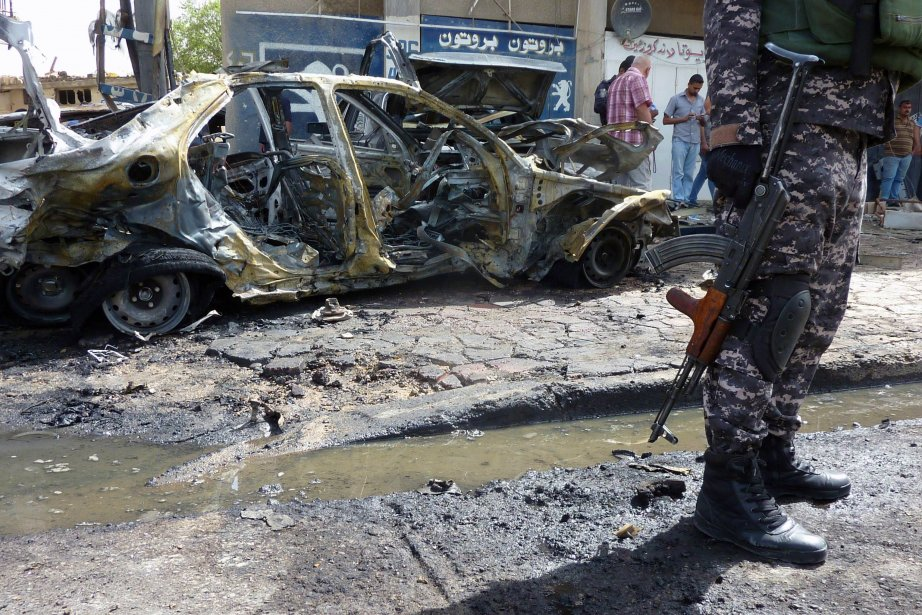 Les attentats à la voiture piégée se multiplient... (PHOTO ALI AL-SAADI, Archives AFP)