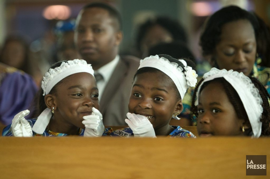 Une cérémonie spéciale a été célébrée pour l'occasion... (Photo Robert Skinner, La Presse)