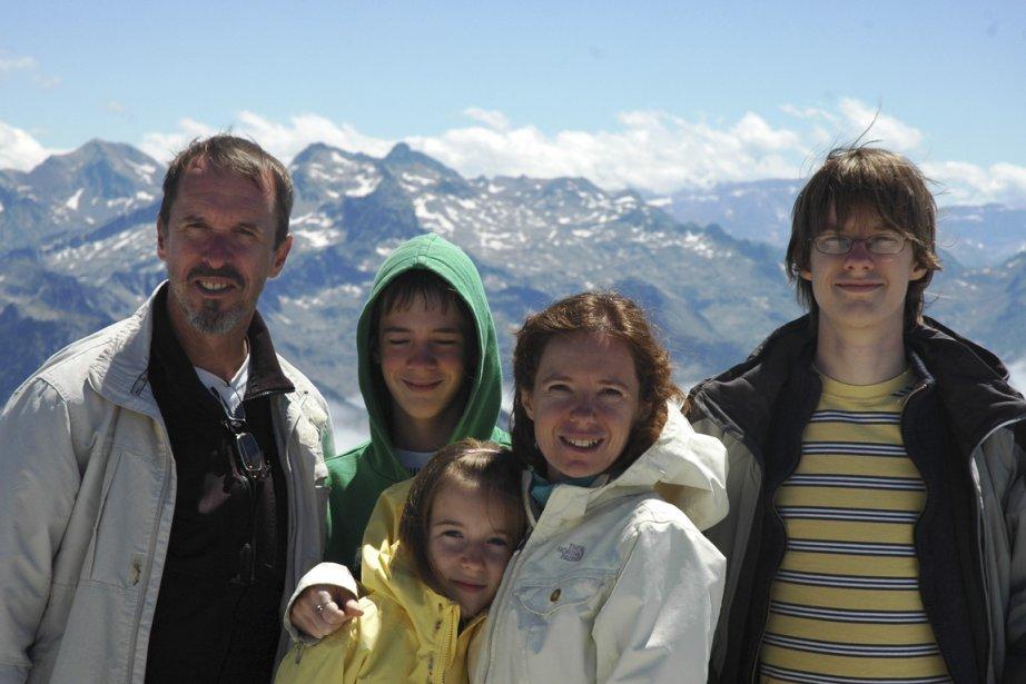 Partis un an en France,Bernard Brochu,Isabelle Bergeronet leurs... (Photo fournie par la famille Brochu)