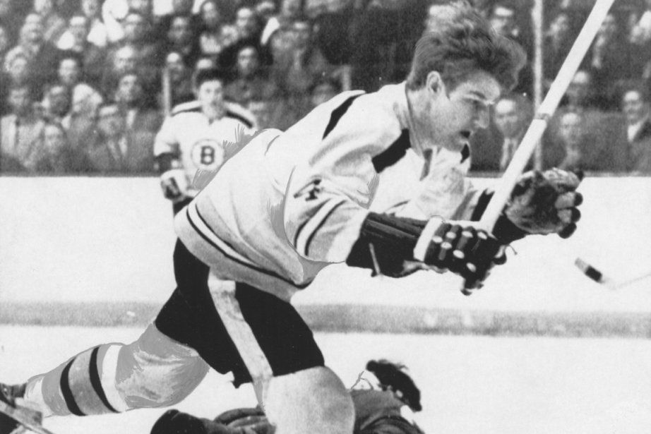 Bobby Orr, des Bruins, bat le gardien des... (Photo archives La Presse)