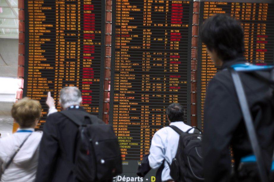 Plusieurs vols ont, entre autres, été annulé à... (PHOTO FRED DUFOUR, AFP)