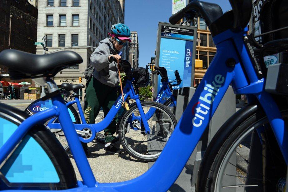 Le programme des vélos en libre service a... (PHOTO STAN HONDA, AFP)