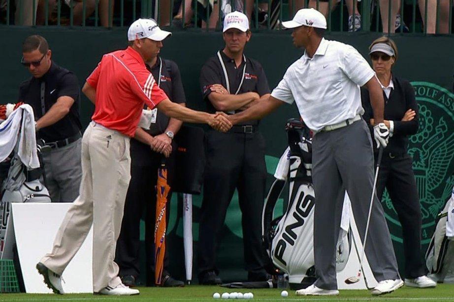 Sergio Garcia et Tiger Woods se sont serrés... (Photo AP)