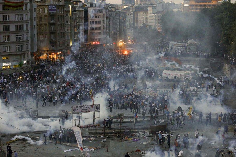 Plusieurs partis de gauche ont déjà manifesté à... (PHOTO Yannis Behrakis, REUTERS)
