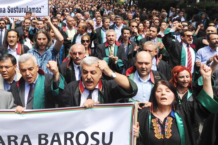 À Ankara, près de 3000 personnes, pour la... (PHOTO AFP/STR)
