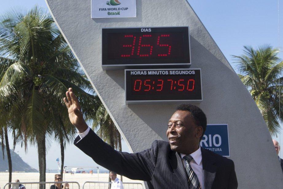 L'horloge, inaugurée par Pelé, indique le temps qu'il... (Photo Silvia Izquierdo, AP)