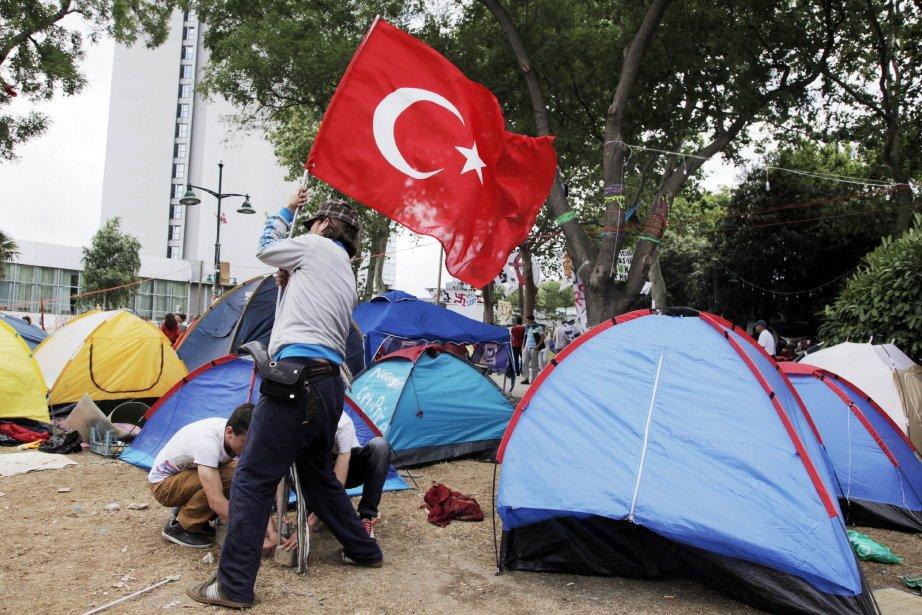 Campement au parc Gezi près de la place...
