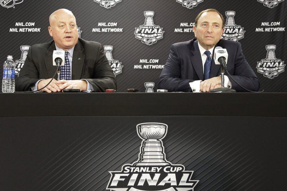 Dans l'espoir de maintenir le hockey dans le... (Photo Nam Y. Huh, AP)