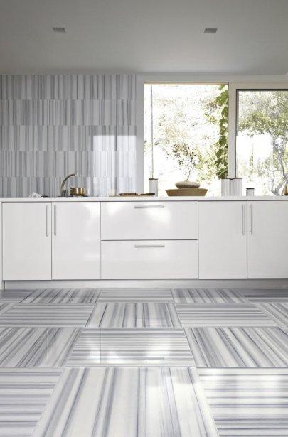 Ces carreaux polis imitent le marbre, ce qui permet d'obtenir un superbe effet lissé. (Photo fournie par Ciot)