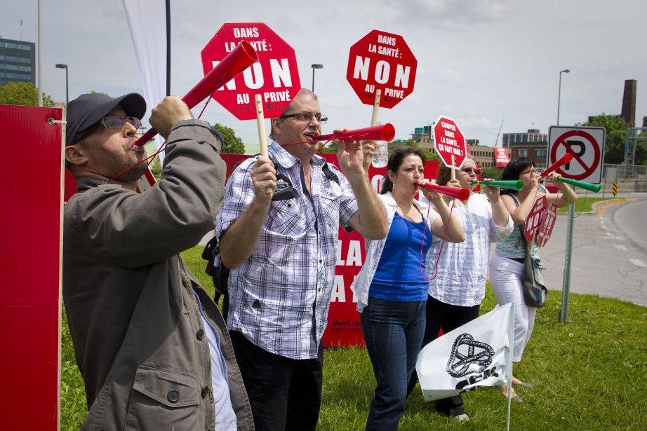 Les délégués des syndicats CSN du Grand Montréaldénoncent... (Photo André Pichette, La Presse)