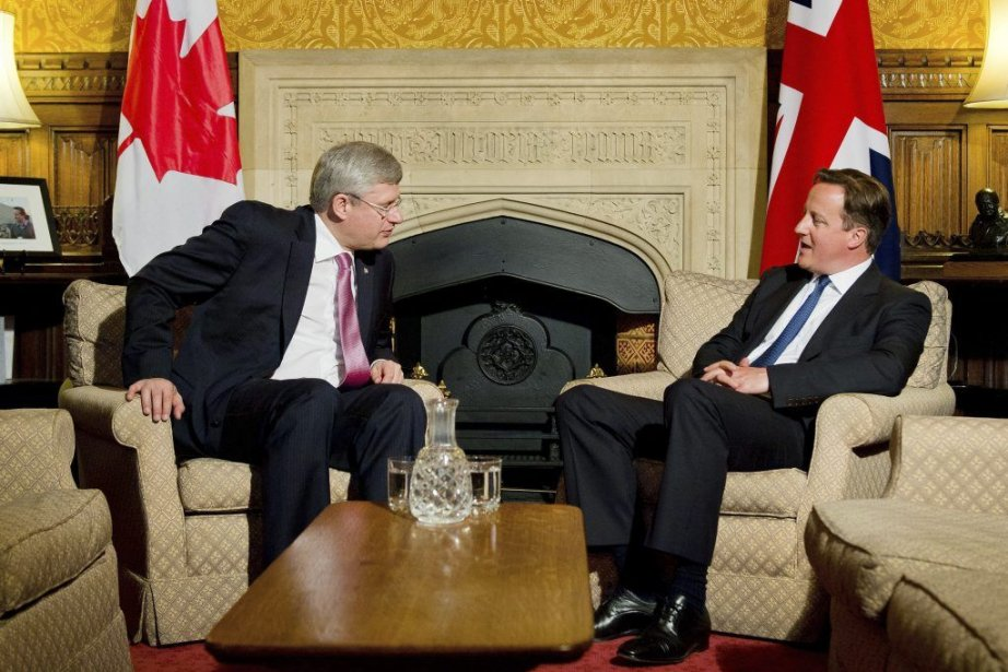 Stephen Harper a reencontré son homologue britannique, David... (Photo Leon Neal, AP)