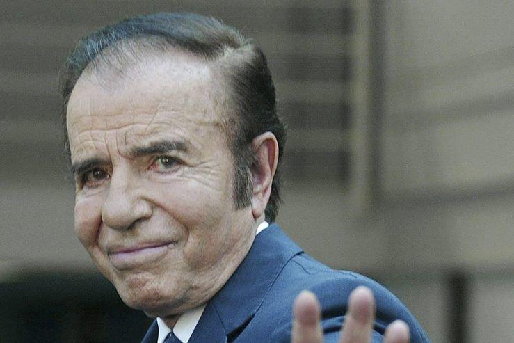 Actuellement sénateur, Carlos Menem, 82 ans, est protégé... (PHOTO VICTOR ROJAS, ARCHIVES AFP)