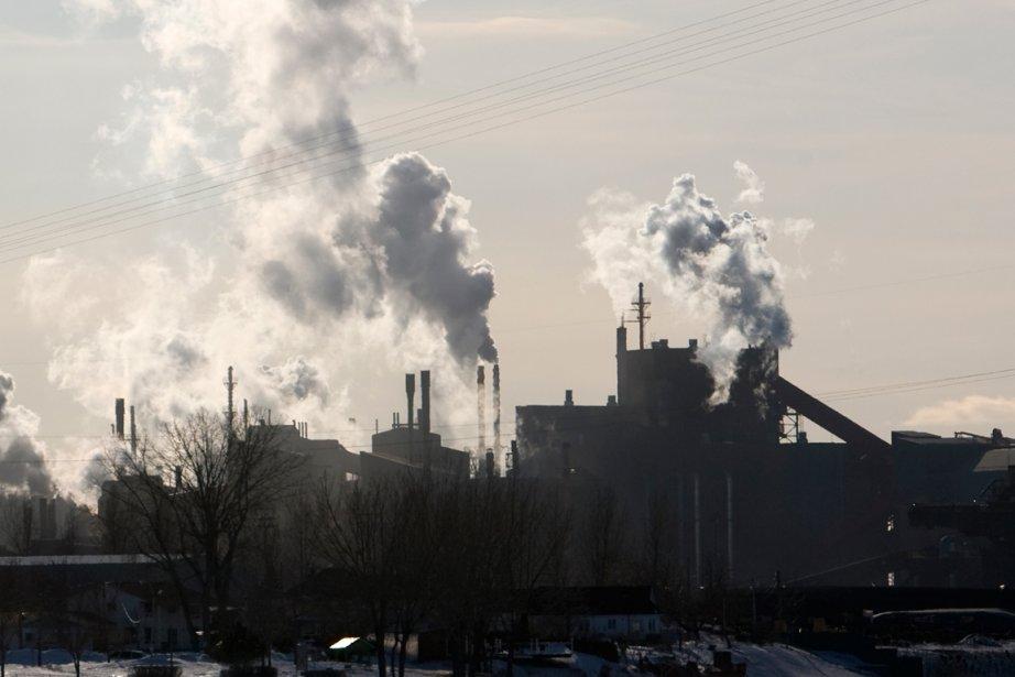 Les 320 travailleurs de Kronos Canada ont rejeté... (Photo d'archives, La Presse)