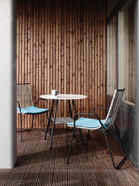 Ensemble d'intérieur et d'extérieur de la collection Elba, 299$ la chaise et 799$ la table. (Photo fournie par Boconcept)