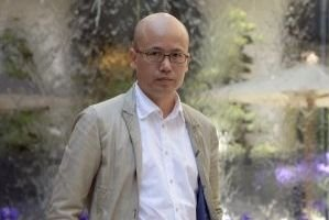 Le créateur chinois Mao Jihong, le 6 juin,... (PHOTO BERTRAND GUAY, AFP)