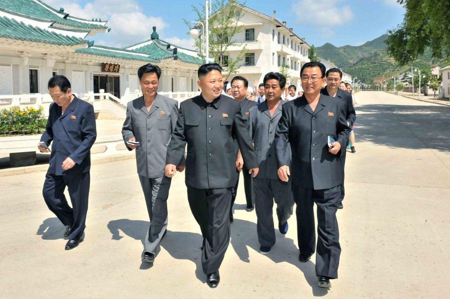 Le leader nord-coréen Kim Jong-un (au centre).... (Photo KCNA)