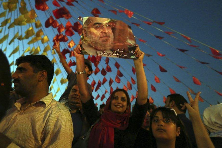 Les Iraniens ont célébré la victoirede HassanRohani sur... (PHOTO ATTA KENARE, AFP)